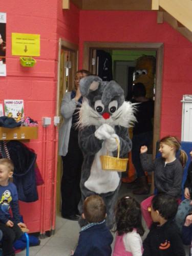 Visite du lapin et de la poule de Pâques en maternelle